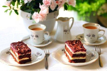 Tea for two and a piece of cake: Bibliophile