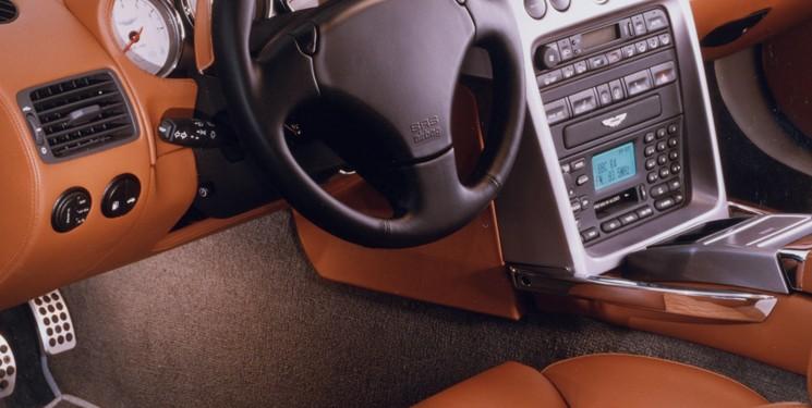 Wings that soar high - The Aston Martin V12 Vanquish